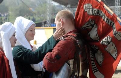 Окунуться в атмосферу средневековой Европы смогли участники и гости «Турнира Святого Георгия» в «Коломенском»