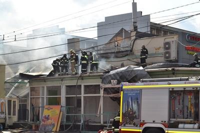 Во время пожара в Обувном центре на Автозаводской никто не пострадал