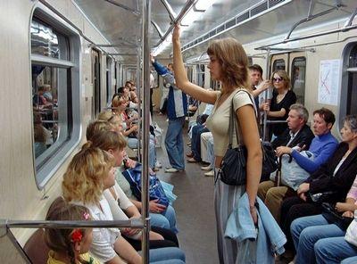 Двери безопасности на платформах станций московского метро могут появиться через два года