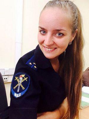 Следователь ОМВД России по району Даниловский спасла жизнь мужчине, упавшему на рельсы в метро