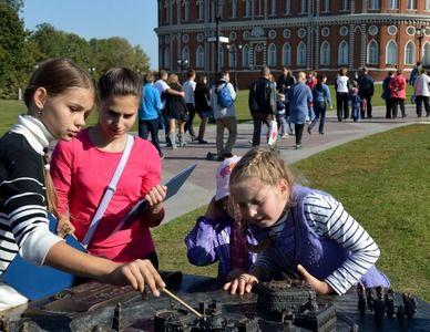 27 музеев Москвы участвуют в акции «Семейное путешествие. Всей семьей – в музей!»