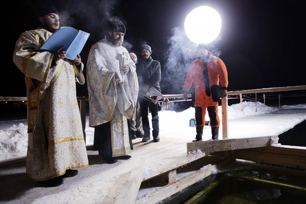 Почти 90 тысяч москвичей окунулись в крещенские купели