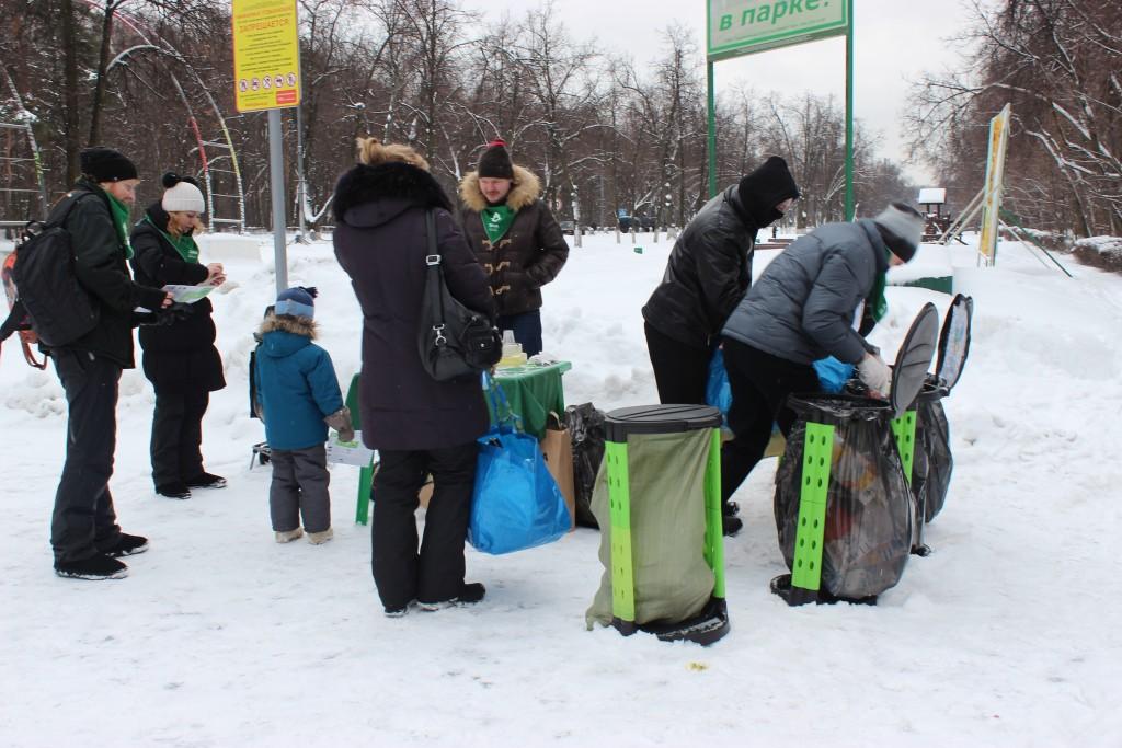 Первый эко-понедельник организовали волонтеры движения