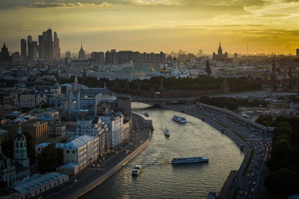 В Москве-реке разлилось топливо
