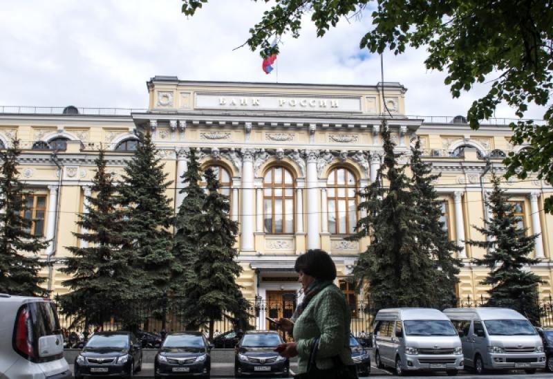 В кризис россиянам надо быть более экономными