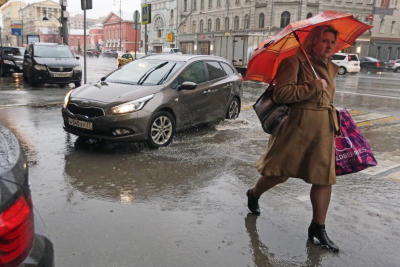 Катки и ледовые горки закрылись в московских парках