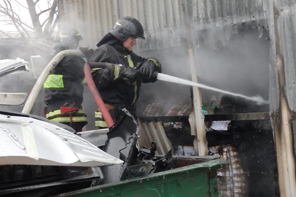 На улице Ясеневая горело выселенное здание