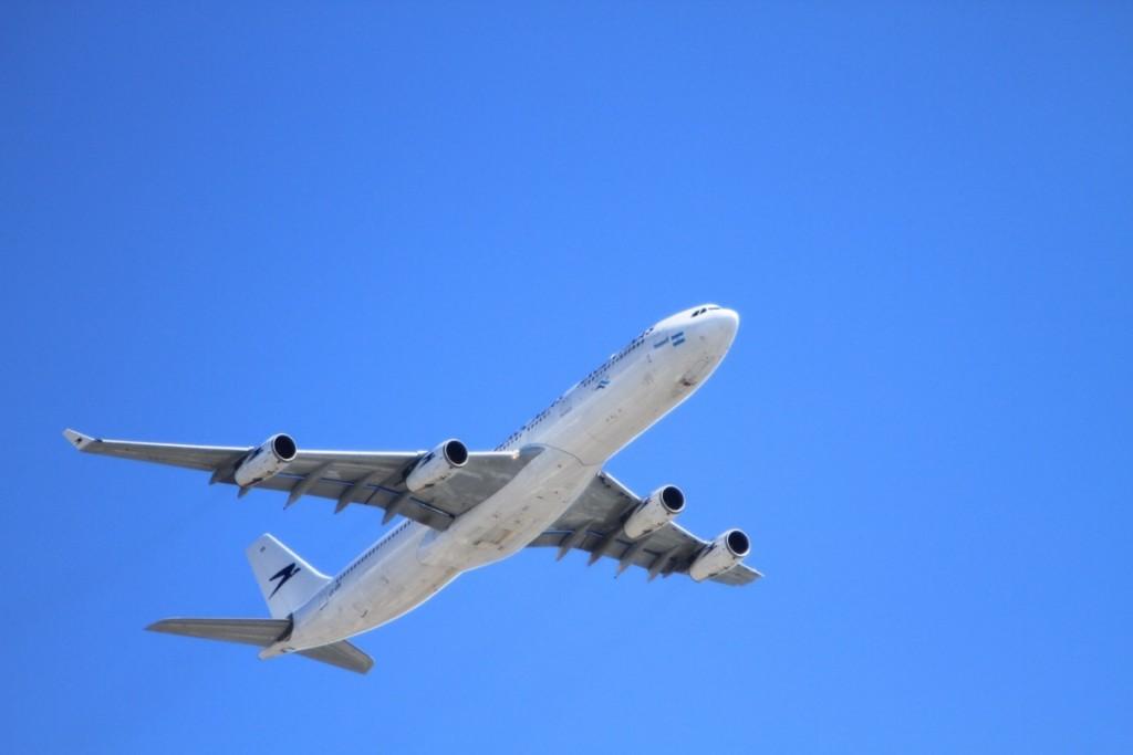 Захваченный лайнер Egyptair сел на Кипре