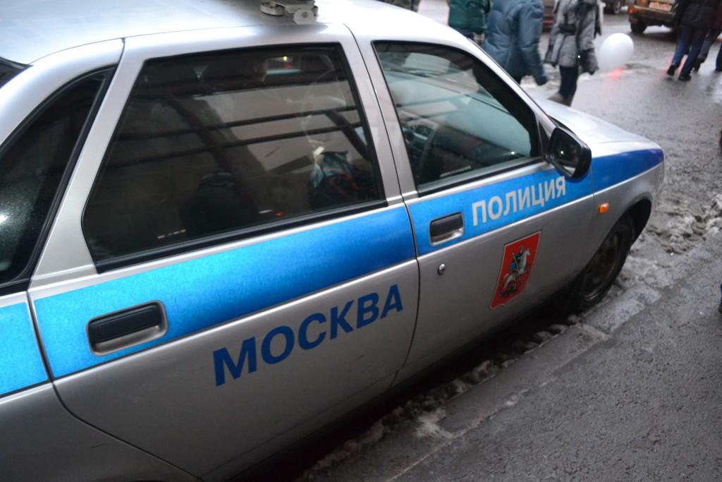 В Бирюлеве Восточном из иномарки украли видеорегистратор