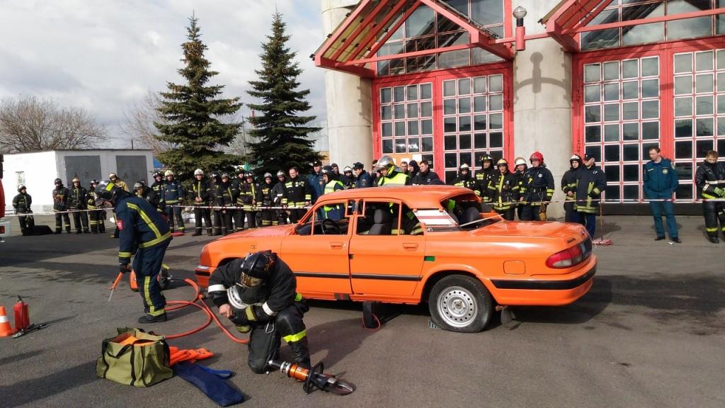 На Елецкой улице пожарные соревновались в мастерстве