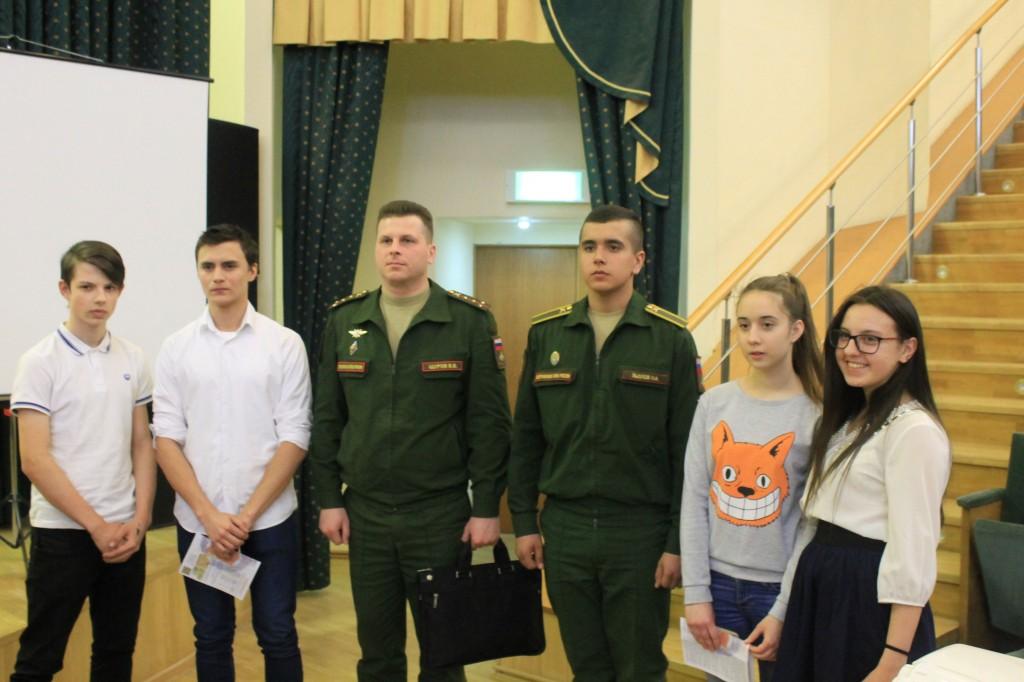 Выпускники встретились с представителями вузов Минобороны