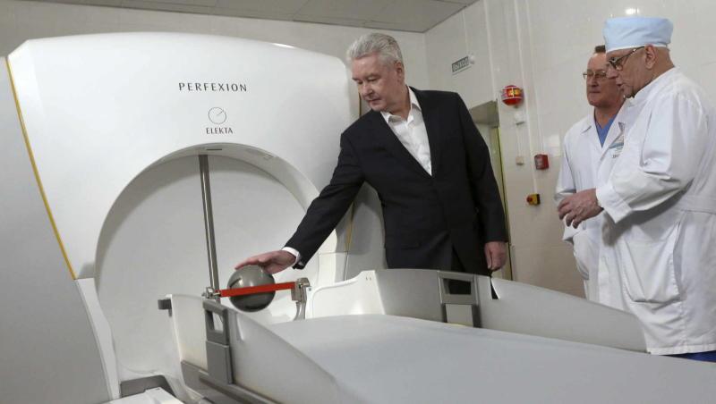 Собянин: В НИИ Склифосовского начали удалять опасные опухоли с помощью уникального Гамма-ножа