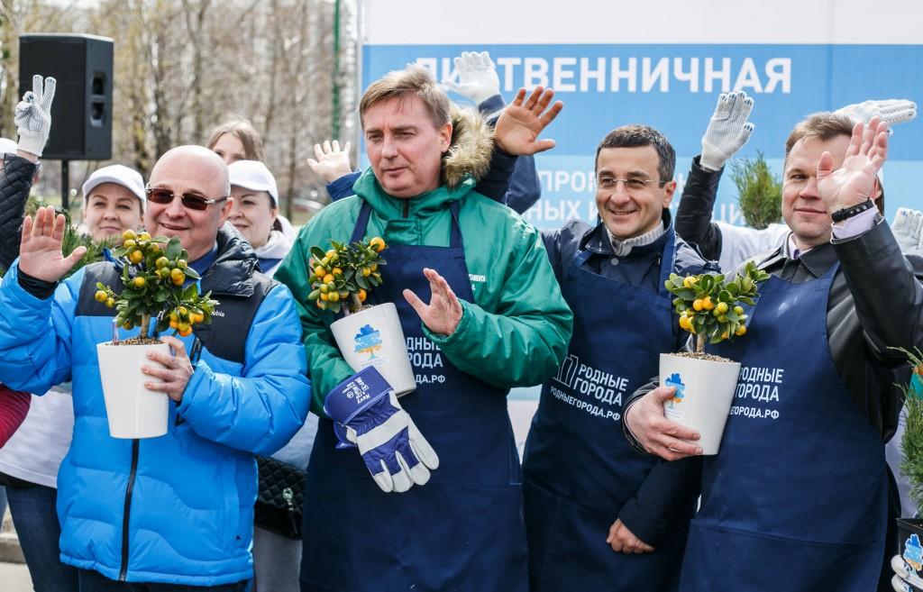 Волонтеры Московского НПЗ высадили лиственничную рощу в Парке 850-летия Москвы