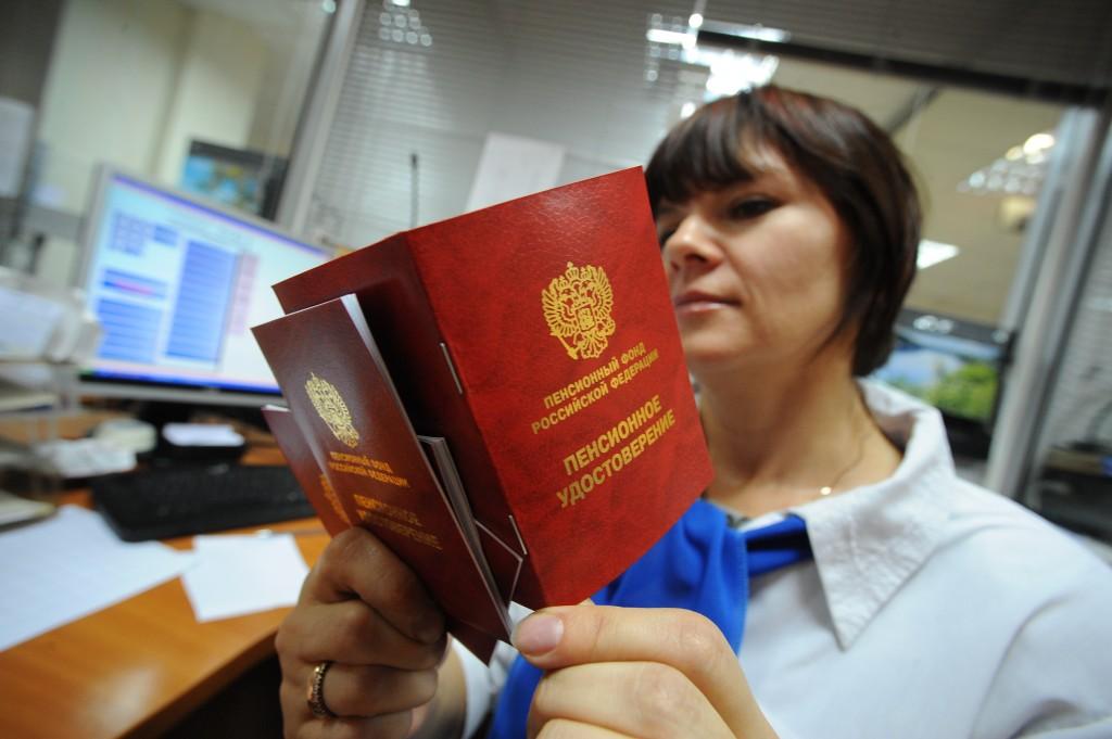 С 1 апреля в России выросли пенсии и акцизы на бензин