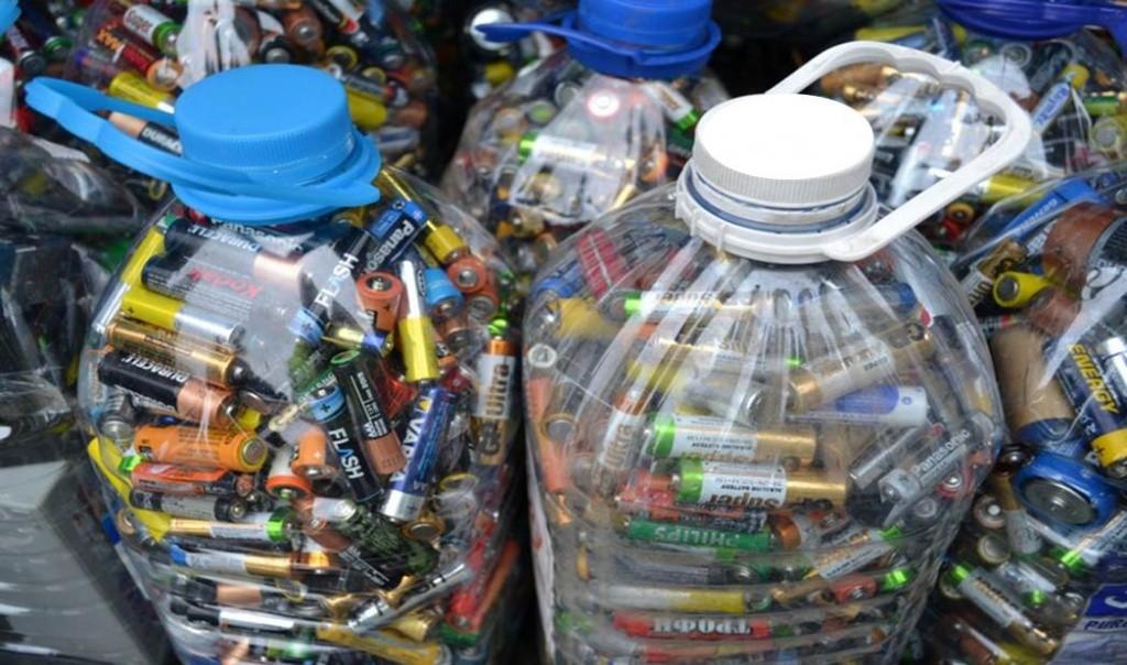 Школьники Южного округа собрали 35 килограммов батареек