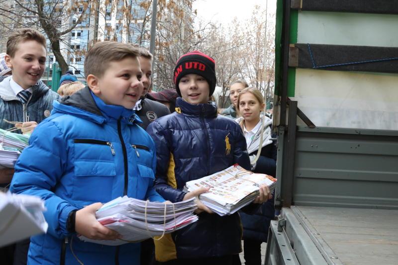 Школьники из Братеево собрали более тонны макулатуры