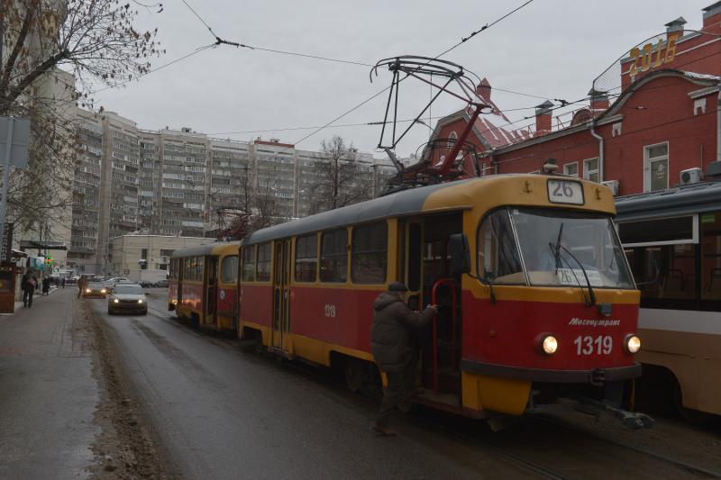В районе Чертаново Центральное убрали ограждения вдоль трамвайных путей