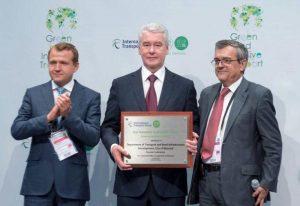 Мэр Москвы Сергей Собянин получил награду на Международном форуме за развитие пассажирского транспорта