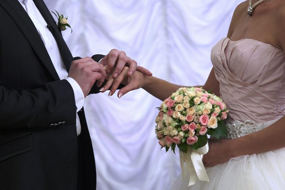 Московские ЗАГСы и дворцы бракосочетания сделают перерыв