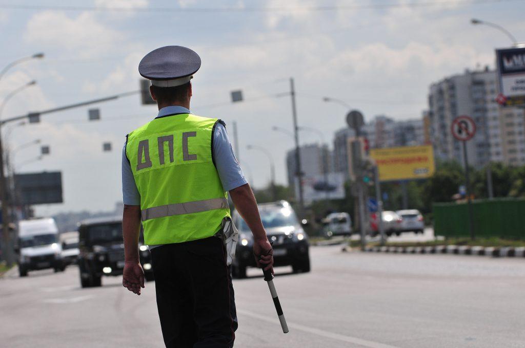 Полиция и «Скорая» прибыли на место аварии с семью автомобилями на МКАД