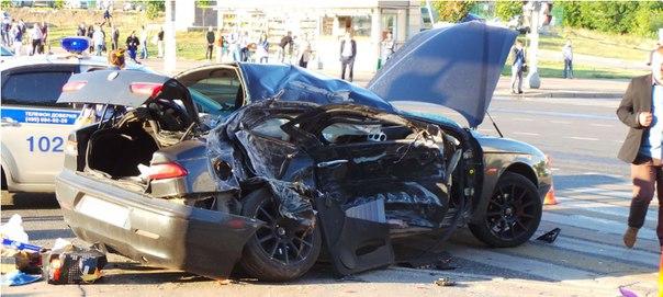 Пешеход пострадал при аварии автобуса и легковушки на юге Москвы