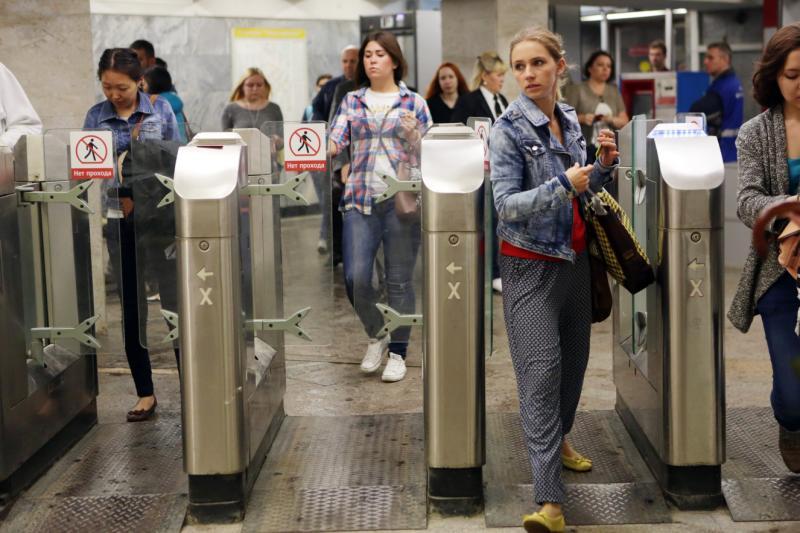 На станциях метро «Южная» и «Пражская» установят летние двери