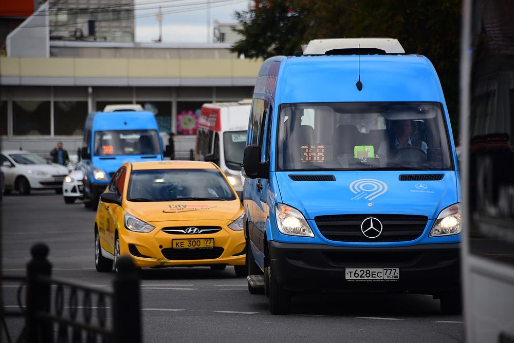Контролеры начали работать в новых городских маршрутках
