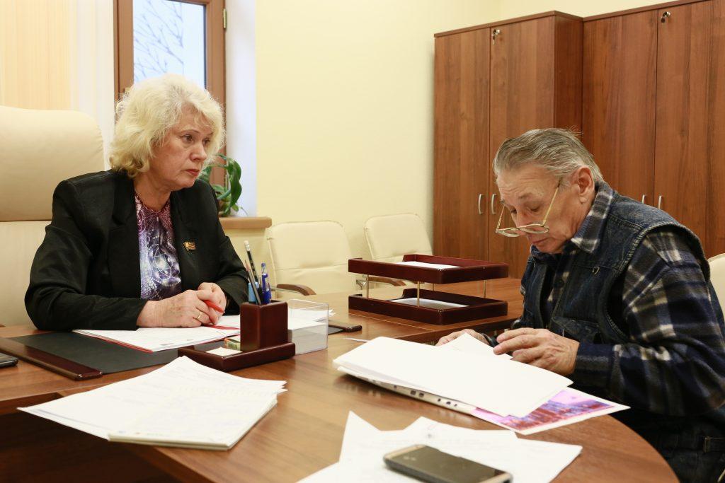 В августе Пенсионный фонд России произведет корректировку страховых пенсий работающих пенсионеров