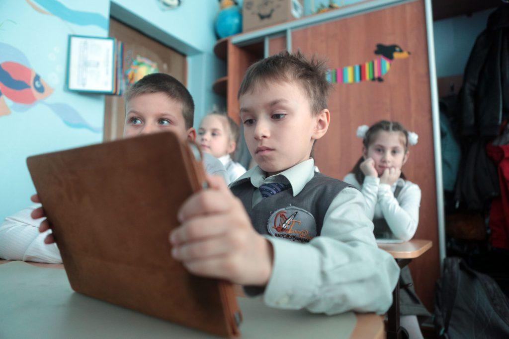 Заболевшие ученики выйдут в московские школы по «Скайпу»