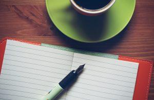 Точечная роспись витражными контурами. Украшаем ежедневник узорами. Фото: pixabay.com.