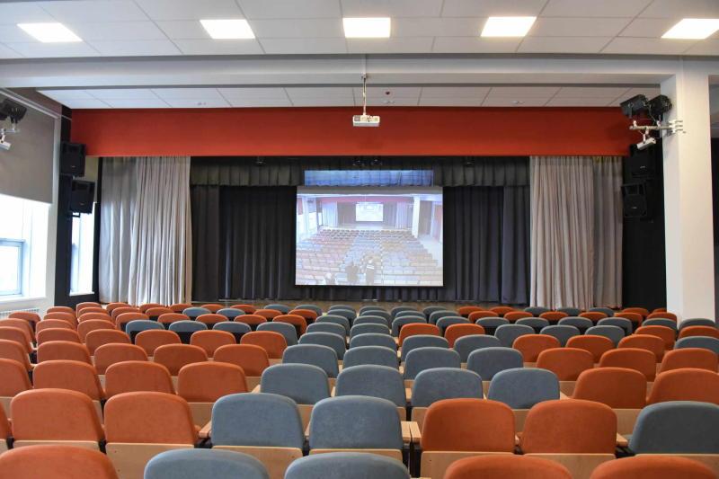Новая сцена появилась в актовом зале гимназии «Ника»