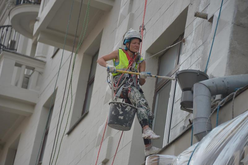 В здании довоенной постройки на Ленинском проспекте восстановят балконы