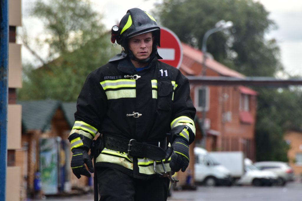 Склад на востоке Москвы, где погибли пожарные, загорелся второй раз