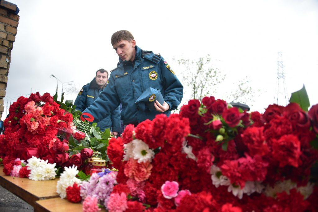 В Москвы открыли счет для помощи семьям пожарных, погибших на Амурской улице