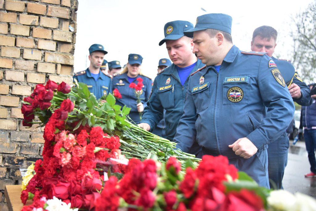 В Москве прощаются с погибшими на Амурской улице пожарными