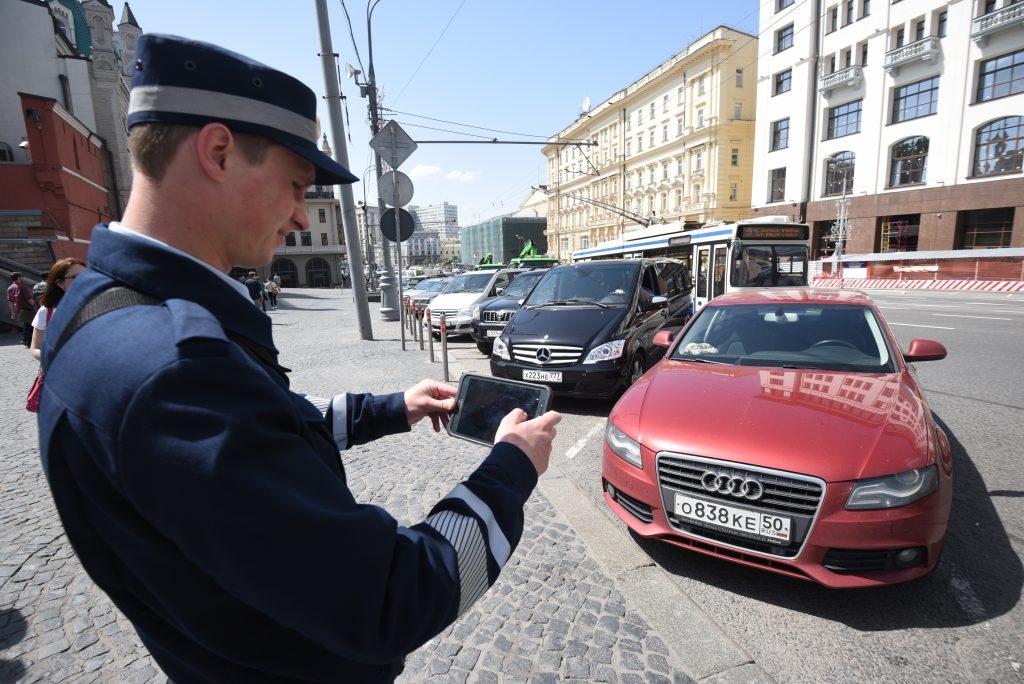 Дорожные инспекторы Москвы смогут выписывать штрафы онлайн