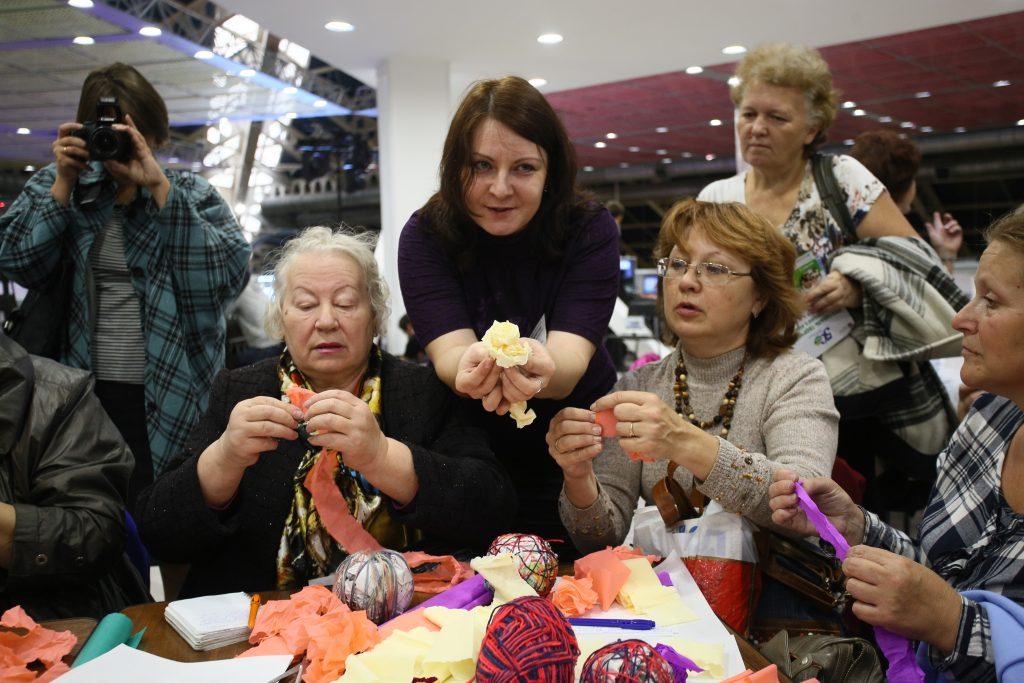 Пенсионеров из Западного Бирюлева научат росписи по ткани