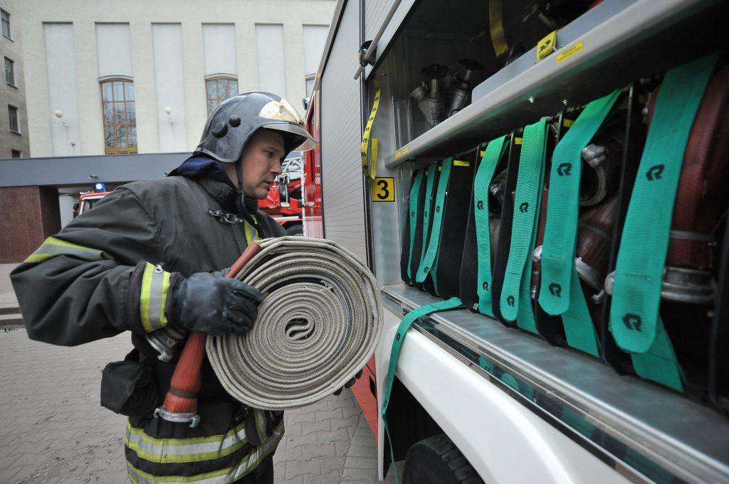 Спасатели потушили пожар в квартире на юго-западе Москвы