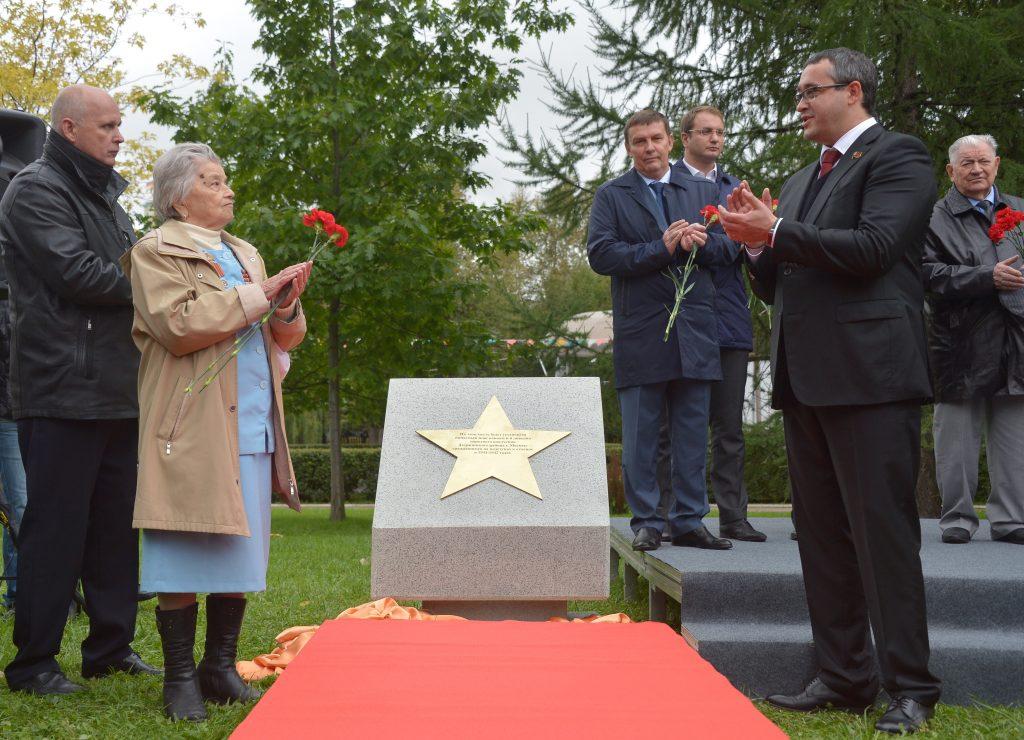 В Екатерининском парке прошло открытие памятника ветеранам-ополченцам