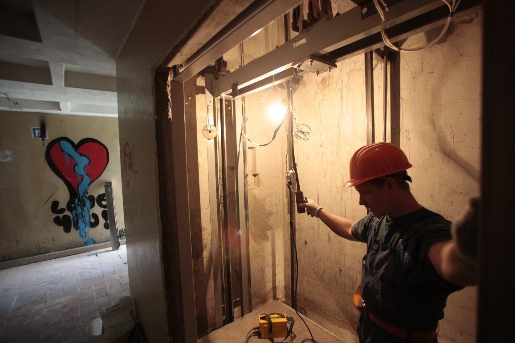 Около 80 лифтов заменят в домах Москворечья-Сабурова за 2016 год