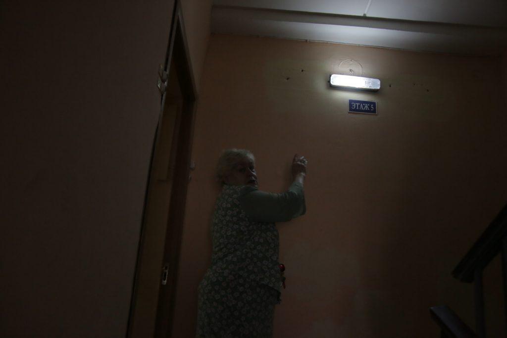 Префектура взяла на контроль проблему с освещением в доме на Шаболовке