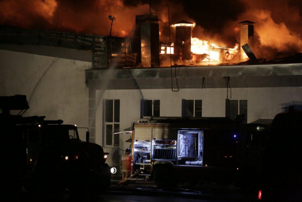 Восемь спасателей погибли в ходе тушения пожара на Амурской улице