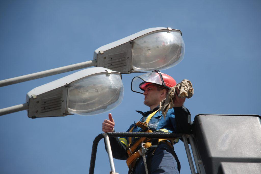 Неработающий фонарь починят на Коломенской улице