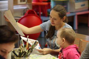 Волонтеров учат работать так, чтобы дети хотя бы на пару часов забывали о болезни