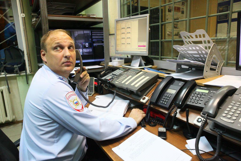 Полицейские юга столицы задержали подозреваемую в краже из торгового павильона