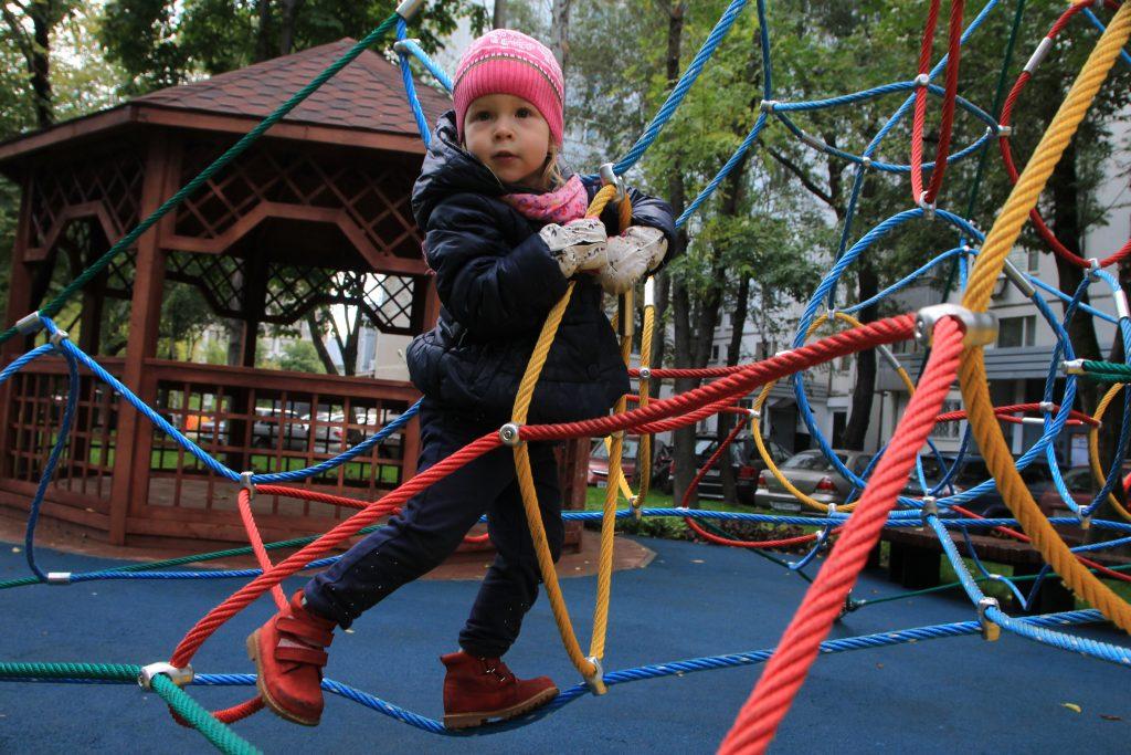 Детские площадки в Булатниковском проезде отремонтируют за счет средств от управы