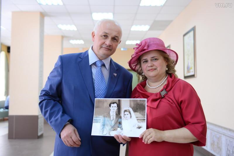 С начала года более 500 москвичей старше 70 лет вступили в брак