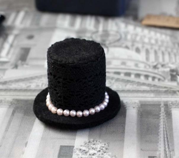 Маленькая элегантная шляпка