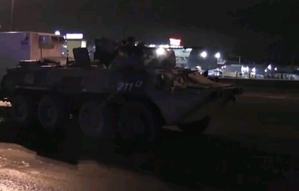 Грузовик столкнулся с БТР на юге Москвы