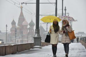 18 ноября 2015  13:46 Снег в Москве Москвички Ирина и Елена Васильевы